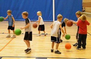 8-kids-playing-basketball